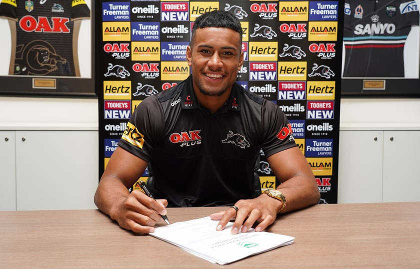 Stephen Crichton signs his Panthers contract extension.