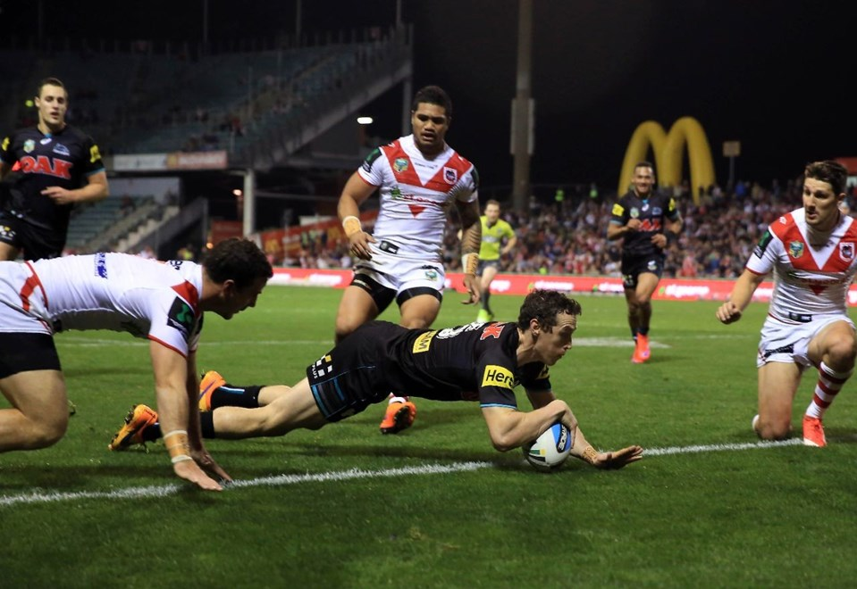 David Simmons scores : NRL Rugby League - Dragons V Panthers at WIN Stadium, Thursday 20th August 2015. Digital Image by Robb Cox ©nrlphotos.com