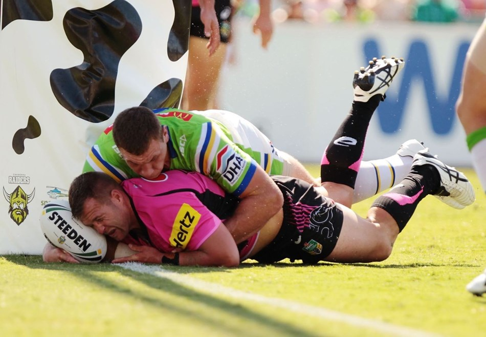 CANBERRA, AUSTRALIA - MARCH 05:  Trent Merrin of the Panthers scores a try during the round one NRL match between the Canberra Raiders and the Penrith Panthers at GIO Stadium on March 5, 2016 in Canberra, Australia.  (Photo by Stefan Postles/Getty Images)