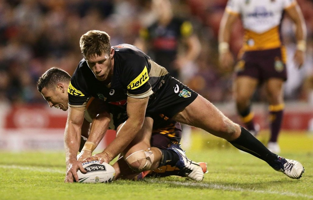 SYDNEY, AUSTRALIA - MARCH 19: Jeremy Latimore of the Panthers beats Darius Boyd of the Broncos to the ball to score a try during the round three NRL match between the Penrith Panthers and the Brisbane Broncos at Pepper Stadium on March 19, 2016 in Sydney, Australia.  (Photo by Mark Metcalfe/Getty Images)